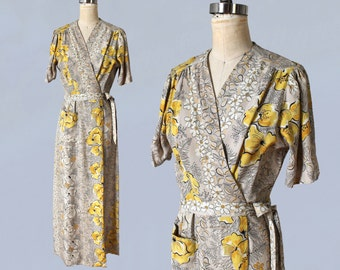 1940s Dress / 40s Hawaiian Floral Print Dressing Gown Robe / Hostess Gown / Maxi Length