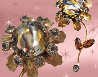 Vintage 1960s Flower Pin for Fall - Rhinestones - UNIQUE Unusual Flower Brooch