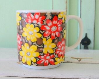 1960s RETRO FLORAL Coffee Mug.....retro housewares. red. flower. yellow. atomic. funky. 60s kitchen. coffee. tea. drink. kitsch. retro