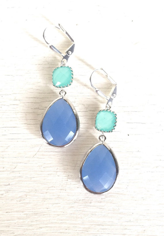Periwinkle Blue and Aqua Dangle Earrings in Silver. Bridesmaids Earrings. Fashion Earrings. Jewelry. Mint Wedding. Bridal Party Gift.