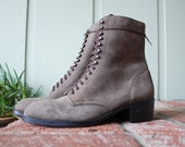 Vintage Womens 9m Tweeds Gray Nubuck Leather Tall Lace Up Combat Military Boots Boot Booties Ankle Warm Winter Hightop Soft Comfortable Boho