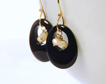 Black Onyx, Moonstone Dangle by Agusha. Black and White Gemstone Dangle. Onyx earrings. Moonstone Earrings