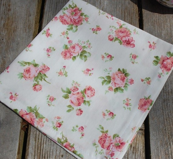 Table napkin white cotton with small pink roses table linens - Serviette table coton ...