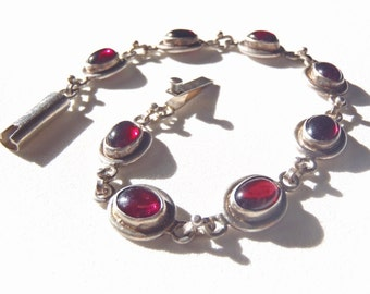 Vintage Bracelet Sterling Silver Linked Small Reddish Purple Gemstone Cabochons 8 Oval Stones Simple Bezels Box Clasp Handmade Unsigned Chic
