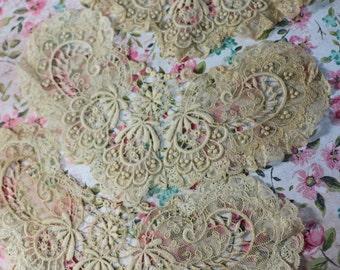 1 Antique Victorian Ecru Lace Collar Piece