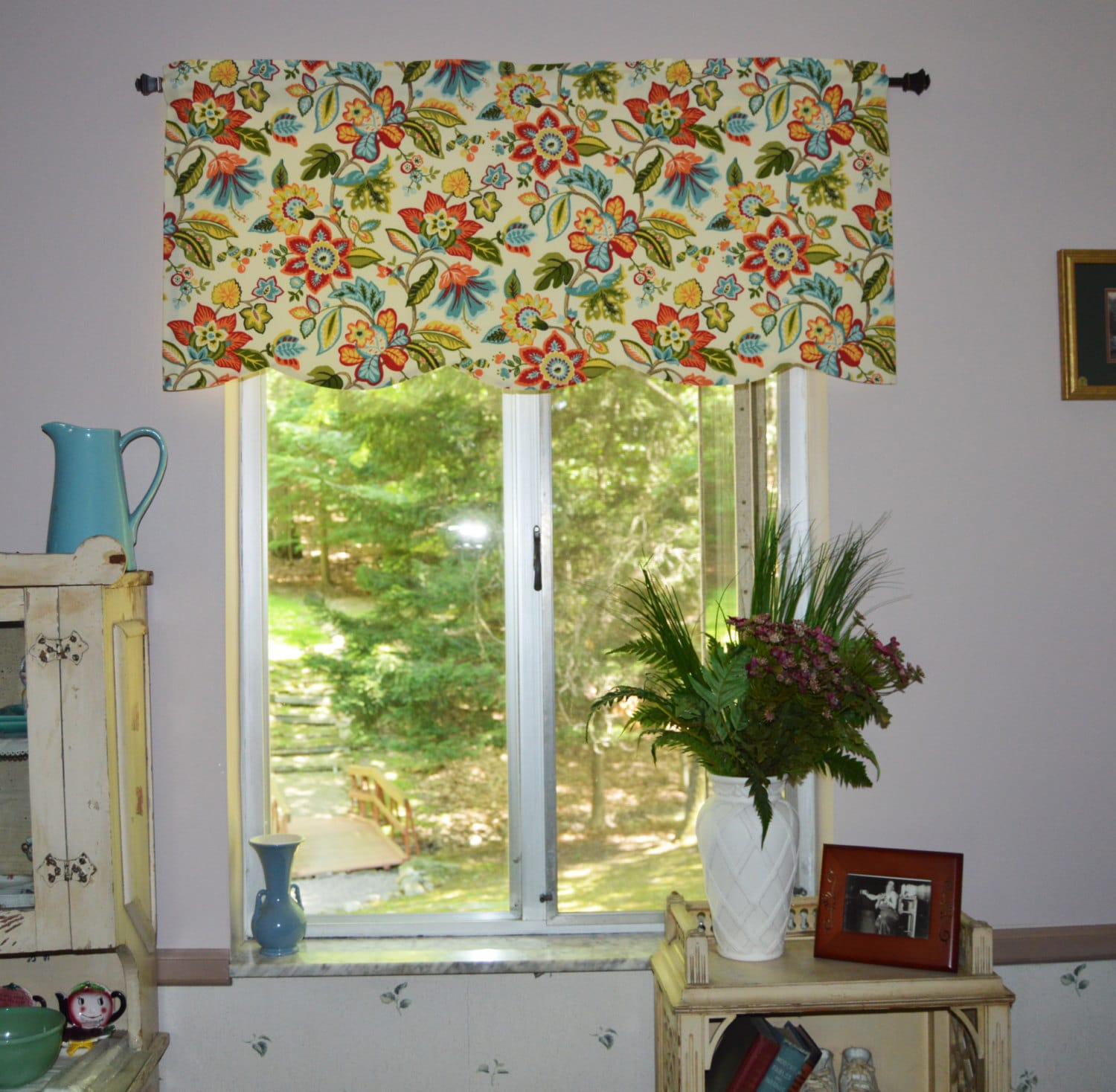 Kitchen Valance . Waverly Wonderama Toucan . Scalloped Valance