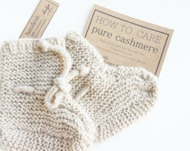 pure cashmere baby booties 0-3 months/ handknit with strap/ beige cashmere natural color/ pure cashmere
