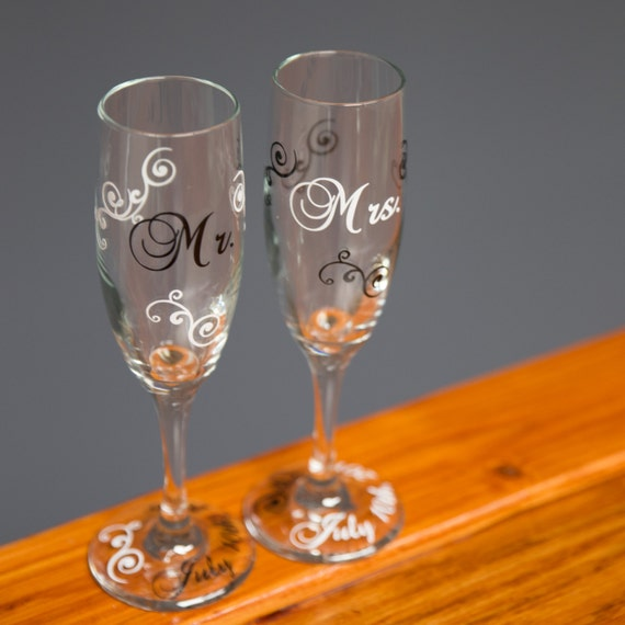 Mr. and Mrs. Toasting flutes, Wedding or anniversary toasting champagne flutes, set of 2. Couples gift. Newly wed gift. Mimosa glass