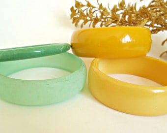 4 Vintage Lucite Celluloid Bracelets Sea Glass Green Yellow Retro Bangles