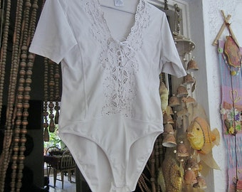 OPERA - Beautiful White Leotard Bodysuit Featuring Rich Lace Front, Vintage - Large