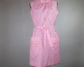 1960's Shift Dress // Pink White Gingham // Big Front Pockets, Self Tie Belt, Sleeveless // Plus Size