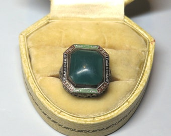 Lovely Vintage 1920s Art Deco Sterling, Enamel and Green Agate Ring