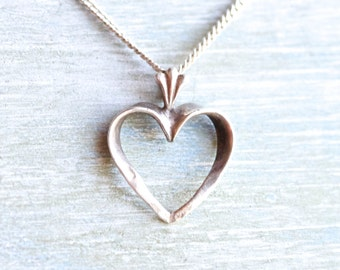 Dainty Heart Necklace - Sterling Silver Vintage Love Pendant on Chain - Elegant Short Necklace - Art Deco Design