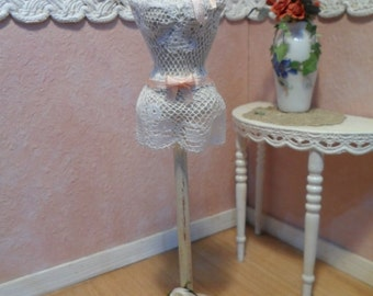 Miniature shabby chic mannequin 1/12 scale