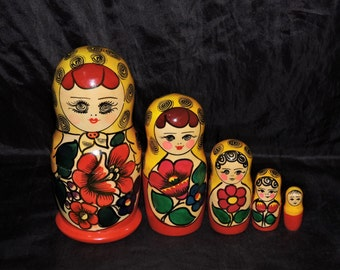 Vintage Traditional Russian Nesting Dolls matryoshka Set 5 Red Yellow Wood Stacking Hand Painted