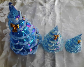FENTON Glass Christmas Tree Trio 3 Iridescent Blue Ice Frosted Bow Ornament 18K Gold Plated Winter Holiday Decor Collectible Glass