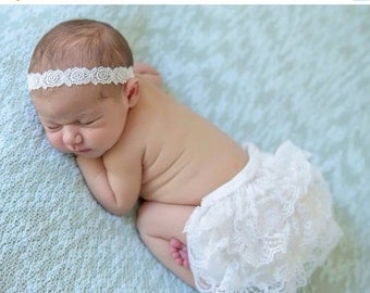 SALE 25% OFF - Newborn White Lace Bloomers and Embroidered Flower Trim Headband, newborn photos, by Lil Miss Sweet Pea Boutique, foto bebe