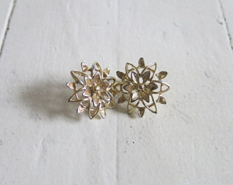 Vintage golden earring flowers from Sarah Coventry