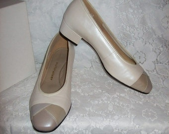Vintage Ladies Tan & Cream Leather Spectator Pumps by Naturalizer Size 5 B/AA  Only 8 USD