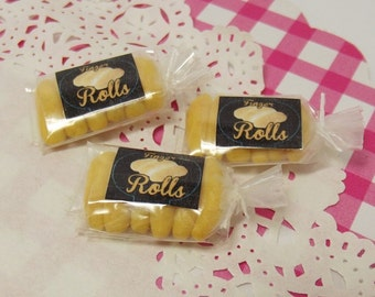 1 x Dollhouse Bakery Shop Bag of Handmade 1:12 Miniature Finger Rolls