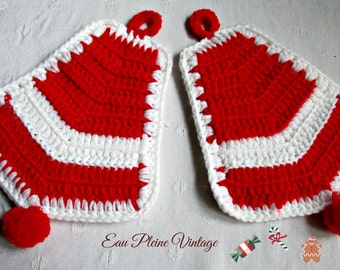 Two Red Crocheted Christmas Bells Pot Holders Hot Pads Vintage Handmade Home Decor