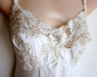 Vintage full slip ivory nylon nightgown sexy lots of lace lingerie 36 bust