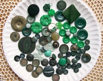 Vintage / Antique GREEN BUTTON LOT 79 Pieces Molded Plastic Flower Acrylic Metal Mixed Media Art Craft Sewing Clothing