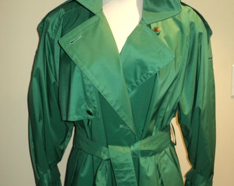 Size 8 PETITE, Mint Condition London Fog Trenchcoat in Gorgeous Emerald Green Machine Washable fabric with removable black wool lining
