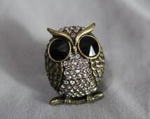SALE Vintage Owl Ring Stretch Band Brass Color Antique Design