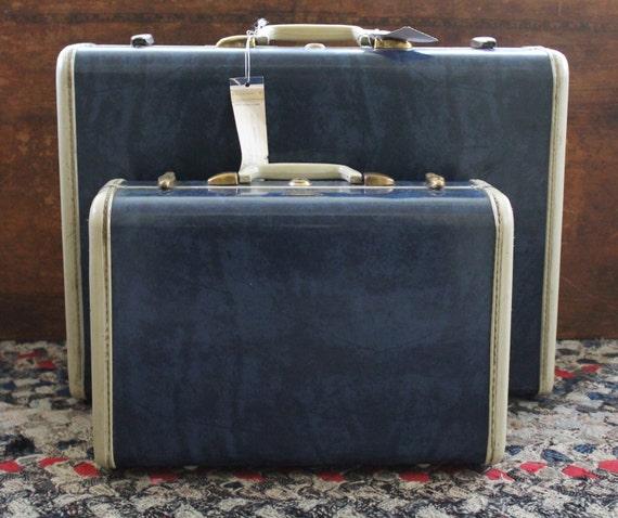 vintage shwayder bros samsonite suitcase set vanity case. Black Bedroom Furniture Sets. Home Design Ideas