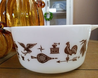 Pyrex casserole Early American brown on white 1 1/2 Quart Americana