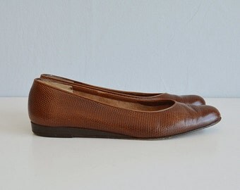 Vintage Ferragamo Shoes / 1970s Brown Embossed Leather Wedge Flats / Ballerina Shoe Made in Italy