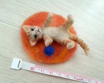 Playing cat - OOAK, needle felted cat, collectible cat, miniature cat, felt kitten, felted animal, felt cat, art toy, felted cat