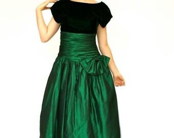 SALE 20%OFF 80's Vintage Green Satin and Velvet Dress, Cumberbundt Dress, Big Bow Dress, Women's Small