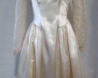 Darling Off-white 50's wedding dress