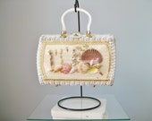 Novelty Wicker Bag with Beach Window / Vtg 60s /  Wicker Bag White  / Pearlized Plastic hardware / Seashell Diorama