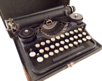 Underwood Portable Manual Typewriter, 1920s