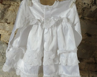 Beautiful vintage baby Christening dress / Baptism gown 1980s White frilly lacy dress. Age 6 - 12 months