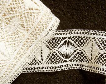 "Antique Very Fine Cotton Wide 1-1/4"" Spider Web Pattern Off White Clean Bobbin Lace"