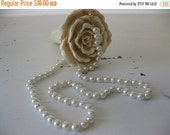 ON SALE vintage. NECKLACE. costume. Pearl. glass. Cream. wedding. 1960s.