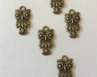Antique Bronze Color Tibetan Style Owl Charm Pendant 5 pcs