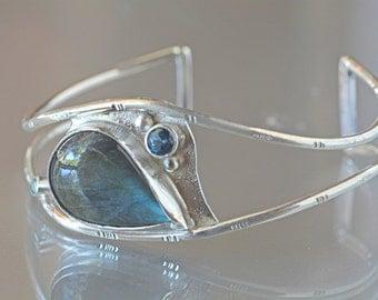 Labradorite Cuff Bracelet in Sterling Silver- Labradorite Statement Cuff-Gemstone Cuff Bracelet, Metalwork Cuff Bracelet