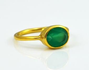 Green Onyx ring - oval ring, stacking ring, bezel ring, gemstone ring gold, May Birthstone ring, gemstone ring lisa eldridge, gift for her