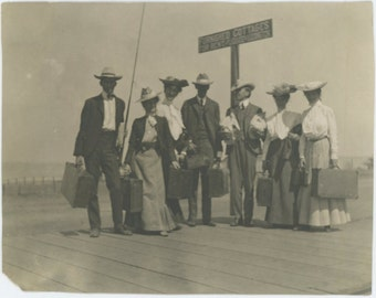 """Vintage Snapshot Photo: """"Furnished Cottages,"""" Travelers, Early 1900s (69503)"""