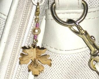 Zipper Pull Maple Leaf