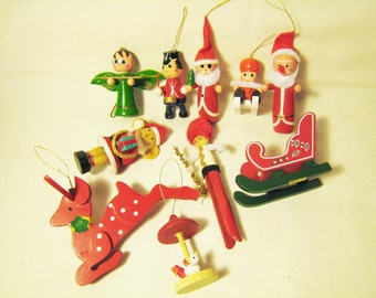 10 DOLLAR CLEARANCE / Lot of 10 Vintage Wooden Christmas Ornaments 1970s - early 1980s Santa Reindeer Mouse Angel Sleigh Instant Collection