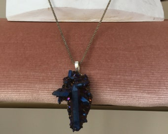 Geode necklace (vintage) on chain