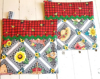 Fabric Retro Pot Holders, Mary Engelbreit Fabric Hot Pads, Black, White and Red Potholders