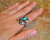 Lovely vtg 60's 70's Native American unsigned shadow box Sterling silver coral and turquoise small Ring SZ 7.5