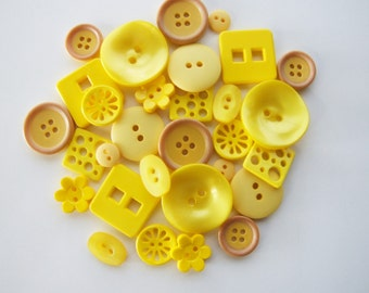 Shades of Yellow Button Collection [B0821]